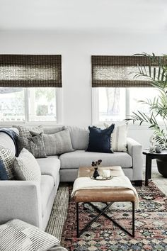 Liz Foster Interiors - California Living Room - Wohnzimmer Ideen Source by fairandfine Coastal Living Rooms, Living Room Interior, Home Living Room, Apartment Living, Gray Couch Living Room, Neutral Living Rooms, Living Room Blinds, Coastal Interior, Living Room Pillows