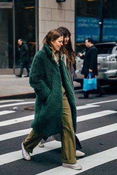 Fashion Inspo Spring New York - Fashion Street Style Vintage, New York Fashion Week Street Style, Autumn Street Style, Cool Street Fashion, Street Style Women, New York Style, Street Styles, Hipster Grunge, Grunge Goth