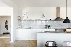 Marble, stainless steel and white kitchen from myscandinavianhome.blogspot.com