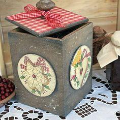 Hand decorated kitchen box  for nuts and candies🍬🌰 Decoupage #christmadhandmade #kitchendecor #kitchenbox #gingerbread #giftformama #handmadekitchen #rusticstyle #countrykitchen