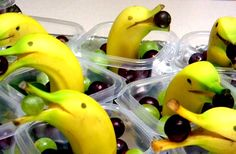 DIY Animalistic Kids Snacks - These Banana Dolphins are too cute! Creative Kids Snacks Take Snack Time to a New Level Cute Food, Good Food, Lunch Saludable, Animal Snacks, Fruit Animals, Animal Food, Snacks Für Party, Kid Snacks, Kid Lunches