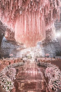 21 Wedding Decoration Images to Feast Your Eyes on - Bride-To-Be Take Notes Wedding Goals, Wedding Themes, Wedding Designs, Wedding Decorations, Big Wedding Cakes, Quince Decorations, Stage Decorations, Luxury Wedding, Dream Wedding
