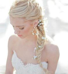 Brautfrisur lang Zopf Blumen