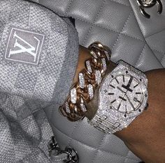 Image about luxury in bling bling bitches✨💎 by Mursal Bijoux Louis Vuitton, Cute Jewelry, Jewelry Accessories, Gold Jewelry, Jewelry Rings, Women Accessories, Fille Gangsta, Boujee Aesthetic, Accesorios Casual