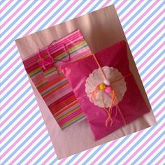Regalos artesanos Gift Wrapping, Reading, Tableware, Books, Gifts, Presents, Gift Wrapping Paper, Dinnerware, Libros