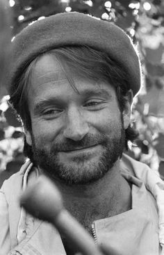 Robin Williams miss you Robin Williams, Madame Doubtfire, Man Humor, Best Actor, Famous Faces, Beret, Mannequins, American Actors, Funny People