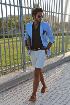 How to wear: aquamarine blazer, black dress shirt, white shorts, tobacco suede tassel loafers Short Outfits, Casual Outfits, Summer Outfits, Fashion Outfits, Mens Fashion Shorts, Men's Fashion, Look Casual Hombre, Blazer And Shorts, White Shorts