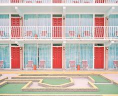 ウェス・アンダーソンの映画っぽい素敵な景色の写真シリーズ「Accidental Wes Anderson」 - DNA