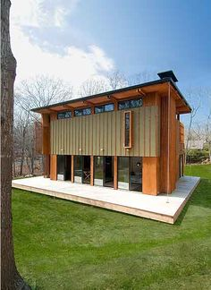 The desing of the Upcher House by Bates Masi is a project for a writer and was a study in adaptability and re-use. The house was designed to be both spatially and economically efficient by coordinating the assembly of pre-manufactured components researched over the internet. It is essentially one large room with ancillary spaces that feed off it.
