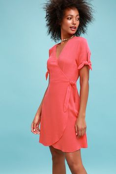 Make a statement all your own in the My Philosophy Coral Pink Wrap Dress! Woven fabric creates this wrap dress with short sleeves with tying cuffs. Cute Red Dresses, Next Dresses, Stylish Dresses, Dresses For Sale, Casual Dresses, Short Dresses, Dresses Dresses, Coral Fashion, Coral Dress