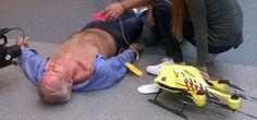 Ambulance-drone van Delftse student kan levens redden  Deze drone brengt een defibrillator naar een persoon met een hartstilstand, wat de overlevingskans enorm vergroot.