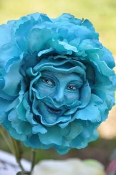 Alice in Wonderland Talking Flowers Spring Fever Series 2017 Alice In Wonderland Flowers, Alice In Wonderland Illustrations, Alice Tea Party, Sculptures, Lion Sculpture, Mad Hatter Tea, Party Props, Paper Flowers, Giant Flowers