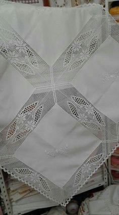Elegant Filet Crochet Tablecloth For Mod - Diy Crafts - maallure Crochet Bedspread Pattern, Crochet Quilt, Crochet Tablecloth, Filet Crochet, Crochet Blanket Patterns, Crochet Doilies, Crochet Lace, Stitch Patterns, Minion Crochet Patterns