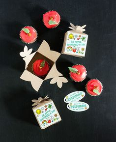 Easy apple cupcakes, with an adorable printable tag—perfect for Teacher Appreciation Day | Evermine