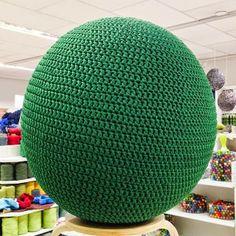 Paapo: jumppapallon päällinen