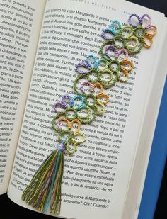 Tatted by nucciaf Easy Crochet Bookmarks, Crochet Bookmark Pattern, Crochet Shrug Pattern, Beaded Bookmarks, Crochet Quilt, Crochet Books, Crochet Crafts, Shuttle Tatting Patterns, Needle Tatting Patterns