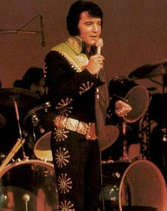 Elvis on stage Las Vegas, January - February 1971