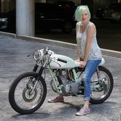 Visit a variety of my preferred builds - stylish scrambler motorcycles like this Moto Cafe Racer 125, Café Racer 125, Cafe Racer Honda, Cafe Racer Girl, Custom Cafe Racer, Cafe Racers, Skyteam Ace, Honda Cb 100, Cafe Racer Magazine
