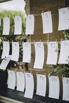 Seating plan con caligrafía en acuarela y decoración de olivo. Boda de campo organizada y diseñada por Detallerie. Seating plan with watercolor calligraphy and olive deco. Countryside rustic wedding by Detallerie.