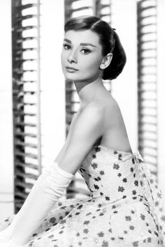 We're bringing you the recipe for what Audrey Hepburn's family and close friends consider her pièce de résistance. Classic Hollywood, Hollywood Glamour, Hollywood Icons, Vintage Hollywood, Hollywood Style, Hollywood Fashion, Audrey Hepburn Style Dress, Aubrey Hepburn, Audrey Hepburn Pictures