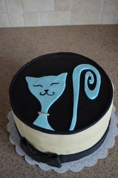 Easy cat cake on CakeCentral.com