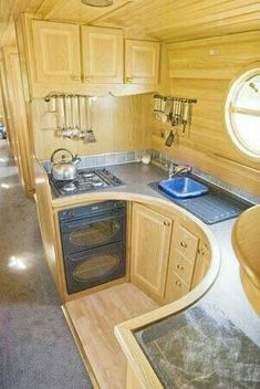 Houseboat kitchen - this looks really functional! House Boat, Home Decor Kitchen, Houseboat Kitchen, House Design, Boat House Interior, Narrowboat Kitchen, House Interior, Kitchen Design, Tiny House Design