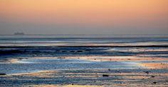 Zonsondergang Waddendijk met in de verte de ms Friesland