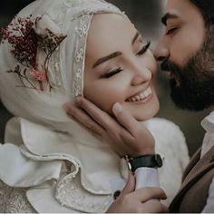 Muslim Wedding Gown, Hijabi Wedding, Muslim Wedding Dresses, Muslim Brides, Muslim Couples, Wedding Goals, Wedding Pics, Wedding Couples, Wedding Bride