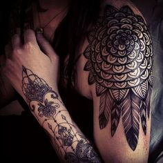 Love her hand! Lacy-Tattoo-By-Dodie-French-Tattoo-Artist-18