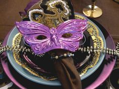 Mardi Gras Table setting. Love this but with a green plate instead of blue and a gold Dolores napkin.