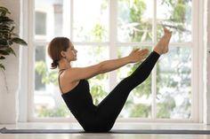 Abnehmen durch Yoga ist gesund, effektiv und perfekt für zuhause. Hier zeigen wir dir die 8 besten Yoga Übungen zum Abnehmen und erklären dir, warum diese Asanas den Fettabbau fördern. Types Of Yoga Asanas, Yoga Fitness, Health Fitness, Cow Face Pose, Different Types Of Yoga, Back Muscles, Abdominal Muscles, Yin Yoga, Yoga Routine