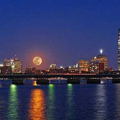 Super Moon Over Boston by Juergen Roth Paris Pictures, Paris Pics, Siege Of Boston, John Hancock Tower, Astronomical Events, Boston Skyline, New England States, Cityscape Photography, Boston University