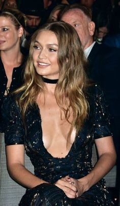 Gigi Hadid is an American fashion model who is one of the most beautiful model in USA. Explore her 55 beautiful Gigi Hadid HD wallpapers and photos. Style Gigi Hadid, Bella Gigi Hadid, Look Fashion, Fashion Models, Most Beautiful Models, Elegantes Outfit, Celebs, Celebrities, Celebrity Style