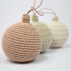 Hæklede julekugler e-opskrift Hygge Christmas, Winter Christmas, Christmas Crafts, Christmas Decorations, Christmas Ornaments, Crochet Fabric, Free Crochet, Diy Projects To Try, Crochet Projects
