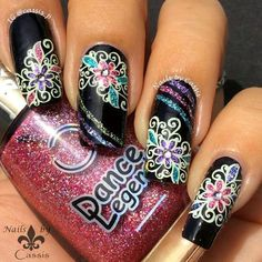 I started off with JOSS Little Black Dress and drew three strip lines using Pure Color 9 and Dance Legend polishes from Wow Prism collection. Then I stamped a swirly flower stamp from Fab Ur Nails FUN 14 plate with Mundo de Uñas Cream, and coloured in with Wow Prism polishes using the same Pure Color 9 brush.