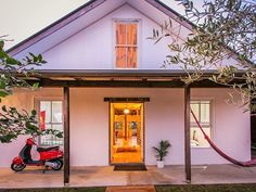 Pacifique on Pacific, a Byron Bay House   Stayz