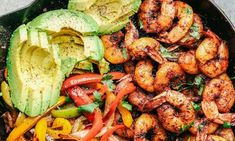 20 Minute Skillet Blackened Shrimp Fajitas Skillet Blackened Shrimp Fajitas are such an easy and flavorful meal packed with blackened… Dinner Recipes For Kids, Kids Meals, Dinner Ideas, Easy Food To Make, Quick Easy Meals, How To Make Lasagna, Pasta Salad Italian, Cheat Meal, Breakfast On The Go