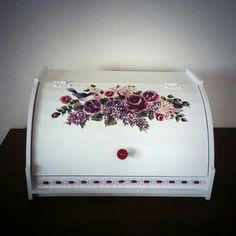 ekmeklik Bread Boxes, Decoupage Art, Wood Boxes, Stencil, Projects To Try, Decorative Boxes, Shabby Chic, Tray, Home Decor