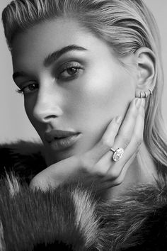 Hailey Baldwin turns up the glam factor on the December 2018 issue of Vogue Arabia. The model who now goes by Hailey Bieber on social media lands two covers… Hailey Baldwin Vogue, Hailey Baldwin Updates, Haley Baldwin, Hailey Baldwin Tattoo, Outfits Casual, Mode Outfits, Winter Outfits, Summer Outfits, Portrait Photography