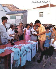Entrega de medallas e trofeos na Festa da Praia. Cedida por Ezaro.com