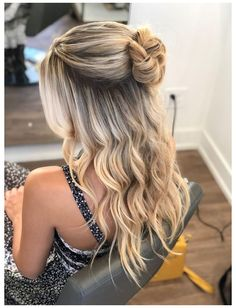 Grad Hairstyles, Prom Hairstyles For Long Hair, Dance Hairstyles, Half Up Hairstyles, Updo Hairstyle, Simple Homecoming Hairstyles, Office Hairstyles, Stylish Hairstyles, Hairstyles Videos