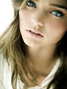 Miranda Kerr she is flawess Miranda Kerr, Beauty Make-up, Beauty Hacks, Hair Beauty, True Beauty, Make Girl, Pretty People, Beautiful People, Beautiful Things