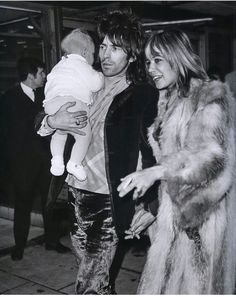 "Keith Richards, Anita Pallenberg and their son Marlon at the Heathrow airport; December, ""We age not by holding on to youth, but by letting ourselves grow and embracing whatever youthful parts remain. Los Rolling Stones, Like A Rolling Stone, Keith Richards Anita Pallenberg, Charlie Watts, Hippie Man, Ron Woods, Mick Jagger, Lady And Gentlemen, The Beatles"