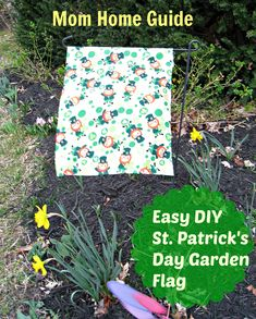With just a few minutes and a little but of fabric, you can create a cute DIY garden flag for St. Patrick's Day!