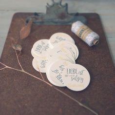 "Was passiert wohl mit diesen Giveaway-tags? (kollektion ""ridiculously happy"") #hochzeit #weddinginvitations #weddinginvitation #hochzeitskarten #hochzeitseinladung #hochzeitseinladungen #wedding #weddingstationery #giveaway"