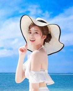 Twice Sana Summer Nights Kpop Girl Groups, Korean Girl Groups, Kpop Girls, Nayeon, Sana Kpop, Tzuyu And Sana, Sana Cute, Twice Chaeyoung, Twice Tzuyu