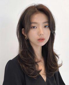 Image may contain: 1 person, closeup Korean Haircut Long, Korean Long Hair, Korean Hair Color, Korean Medium Hair, Korean Hairstyle Medium Bangs, Hair Medium, Brown Hair Korean, Haircuts Straight Hair, Hairstyles With Bangs