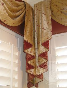 jabot meeting at corner with no over~lap OVER solid cornice Drapes And Blinds, Drapes Curtains, Fancy Curtains, Elegant Curtains, Beautiful Curtains, House Windows, Corner Windows, Drapery Designs, Drapery Ideas