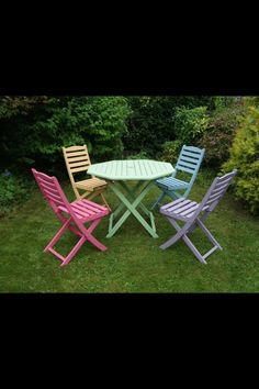 Upcycled garden furniture. Not mine though it could be.......