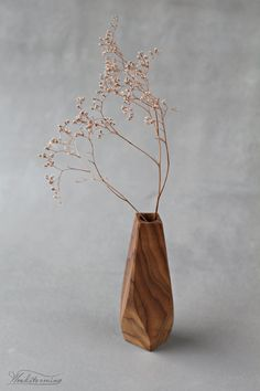 Wooden vase for modern home decor. Natural wood beauty and wavy faceted shape for anyone who loves wood and modern design. It's mood changes with every different plant you'll insert, with. Wooden Desk, Wooden Art, Wooden Statues, Branch Decor, Wood Vase, Concrete Wood, Vases, Small Furniture, Nature Decor